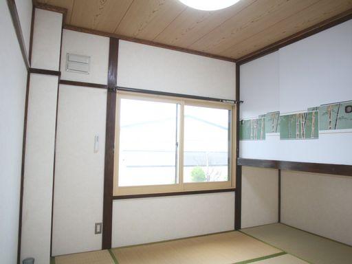 照明・収納付の和室(内窓はペアガラス)