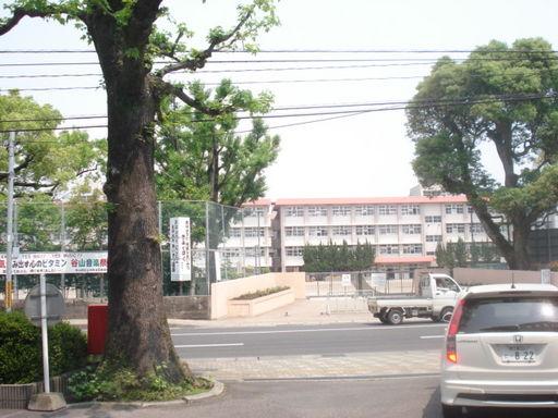 谷山小学校 1300m