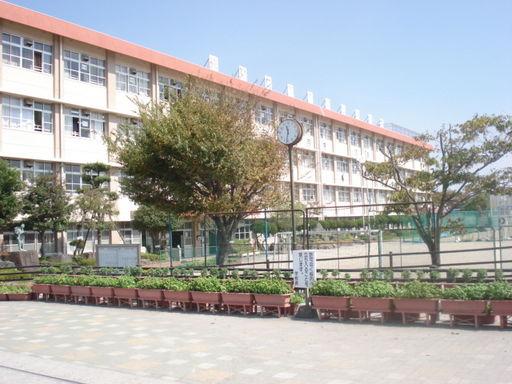 谷山中学校 830m