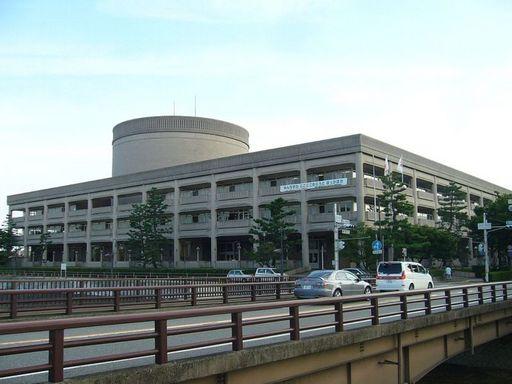 宝塚市役所