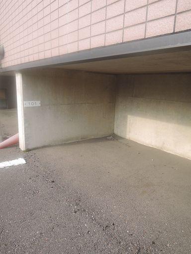 1F基礎下部分共有タイヤ置場