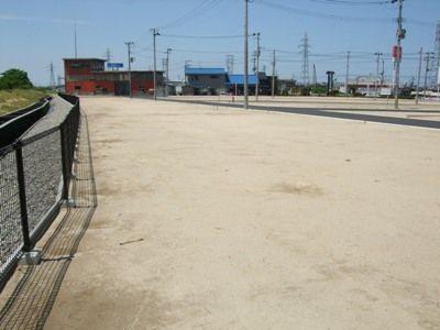 区画13の土地の中から西方向撮影