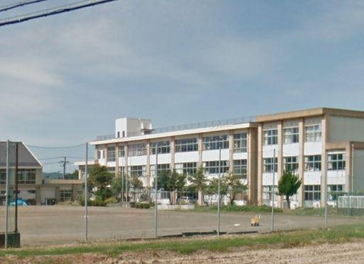 上越市戸野目 上越市立戸野目小学校 930m