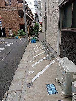 駐輪場とダストボックス
