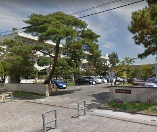 新潟市立白根小学校 1015m
