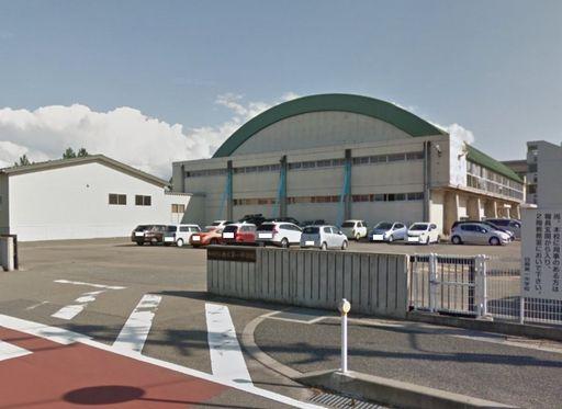 新潟市立白根第一中学校 888m