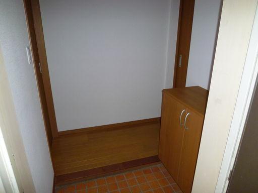 玄関(101号室写真)