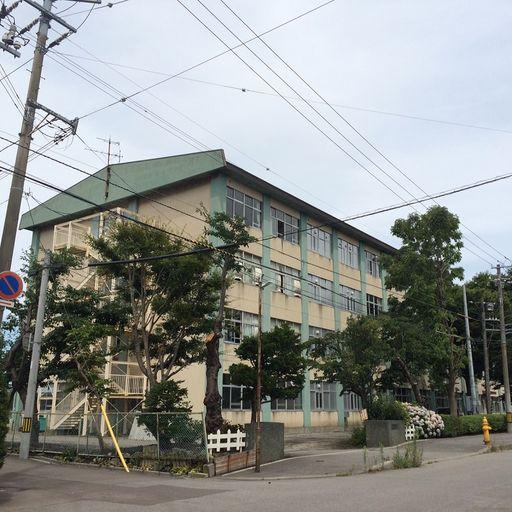 函館市立中部小学校 517m