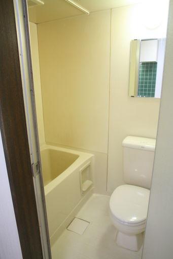 お掃除ラクラクのお風呂・トイレ一緒のユニットバス
