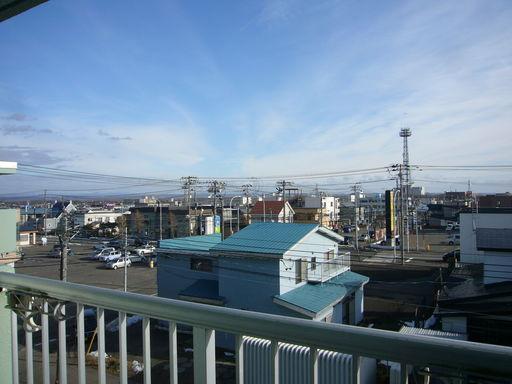 バルコニー付・4Fの最上階から南東側の眺望、朝日が眩しいはず!
