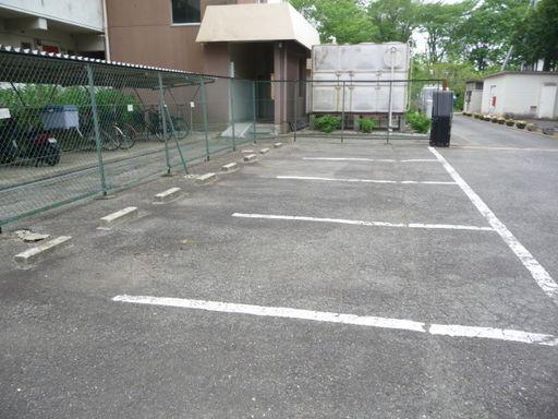 駐車場と自転車置き場